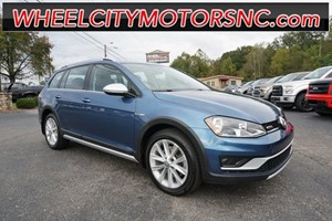 Picture of a 2017 Volkswagen Golf Alltrack TSI SE