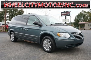 2005 Chrysler Town & Country Limited for sale by dealer