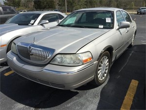 2005 LINCOLN TOWN CAR SIGNATURE LTD for sale by dealer