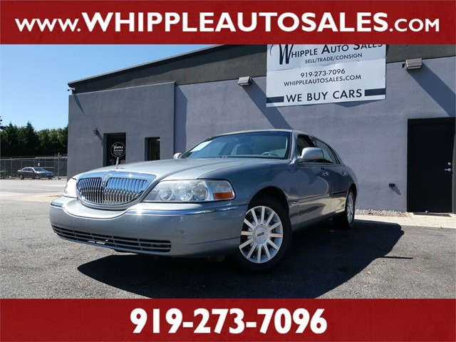 LINCOLN TOWN CAR SIGNATURE in Raleigh