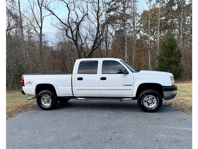 Chevrolet Silverado 2500HD Work Truck Crew Cab Short Bed 4WD in Stokesdale