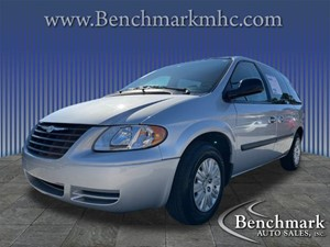 Picture of a 2005 Chrysler Town & Country