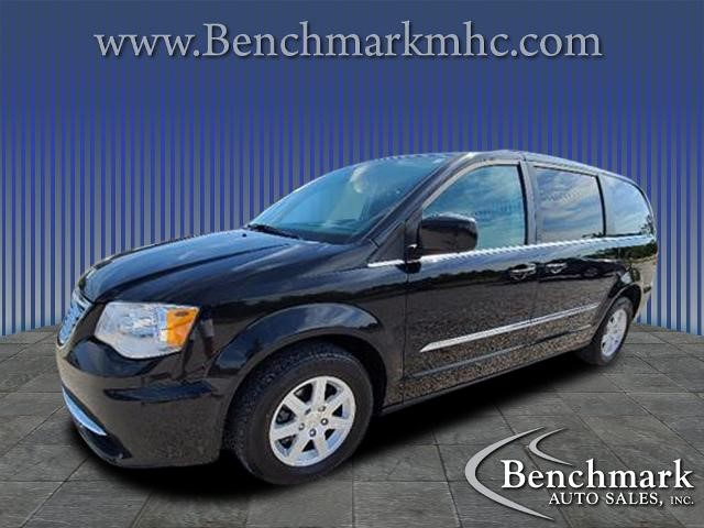 Picture of a used 2013 Chrysler Town & Country