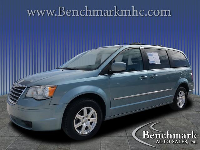 Picture of a used 2009 Chrysler Town & Country
