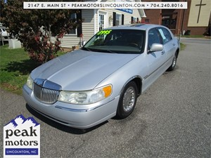 Picture of a 2002 Lincoln Town Car Cartier