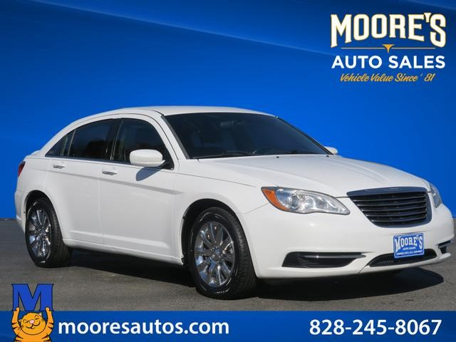 Chrysler 200 Touring in Forest City