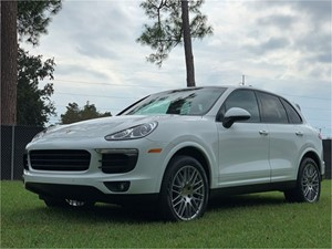 Picture of a 2018 Porsche Cayenne Platinum