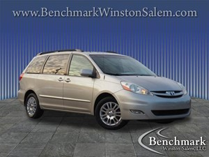Picture of a 2008 Toyota Sienna XLE Limited Minivan 4D