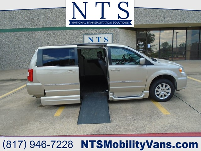 CHRYSLER TOWN & COUNTRY TOURING in Irving