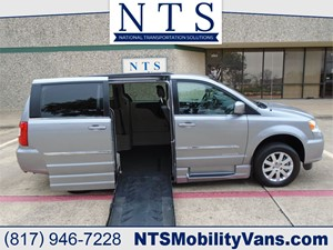 Picture of a 2015 CHRYSLER TOWN & COUNTRY TOURING
