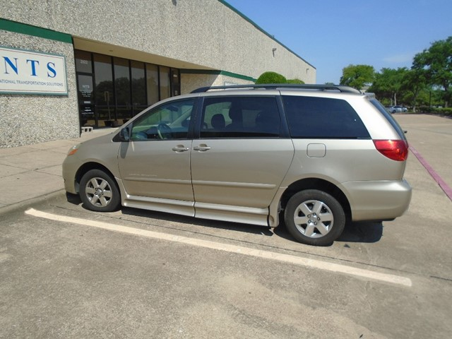 TOYOTA SIENNA LE in Irving