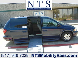 Picture of a 2006 CHRYSLER TOWN & COUNTRY LX