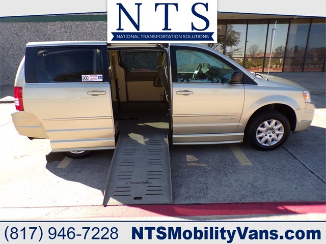 CHRYSLER TOWN & COUNTRY LX in Irving