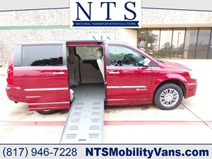 Picture of a 2013 CHRYSLER TOWN & COUNTRY TOURING L