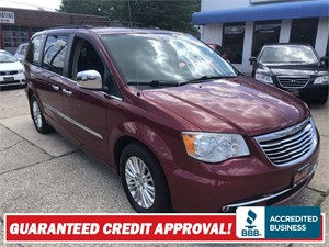 2011 CHRYSLER TOWN & COUNTRY TOURING L Akron OH