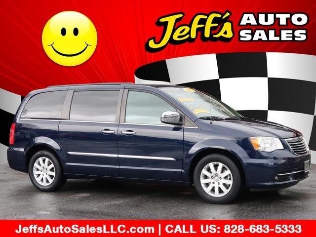Chrysler Town & Country Touring-L in Asheville
