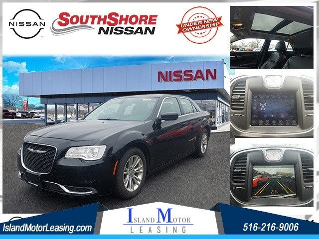 Chrysler 300 Limited in Hicksville
