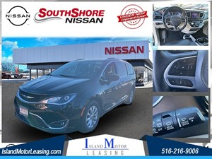 Picture of a 2017 Chrysler Pacifica Touring L