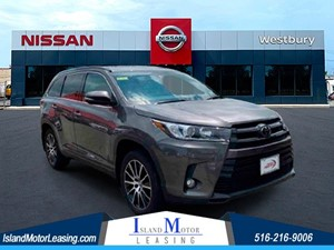 Picture of a 2017 Toyota Highlander SE