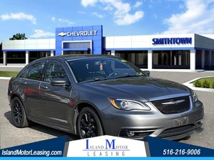 Picture of a 2013 Chrysler 200 Limited