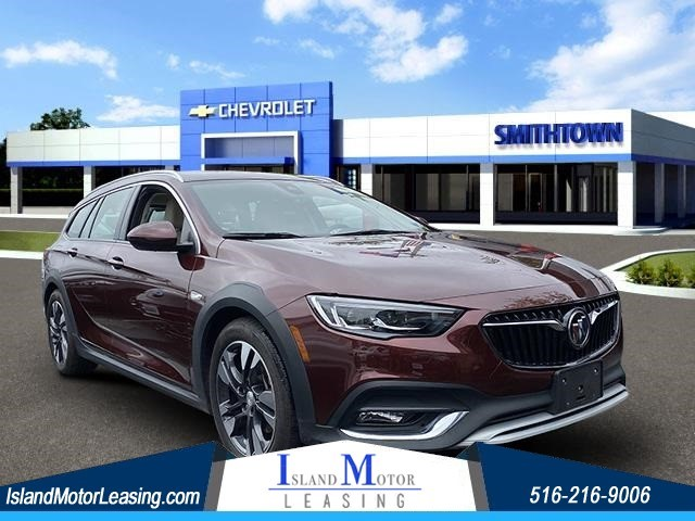 Buick Regal TourX Essence in Hicksville