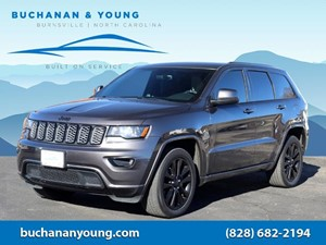 Picture of a 2017 Jeep Grand Cherokee Altitude