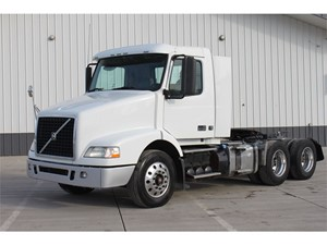 Picture of a 2011 Volvo VNM64T200