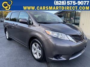 Picture of a 2014 Toyota Sienna LE Minivan 4D