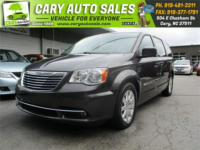 CHRYSLER TOWN & COUNTRY TOURING LWB in Cary