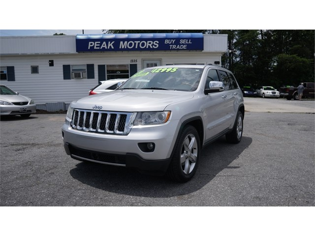 Jeep Grand Cherokee Overland 2WD in Hickory