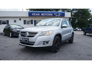 Picture of a 2009 Volkswagen Tiguan SE
