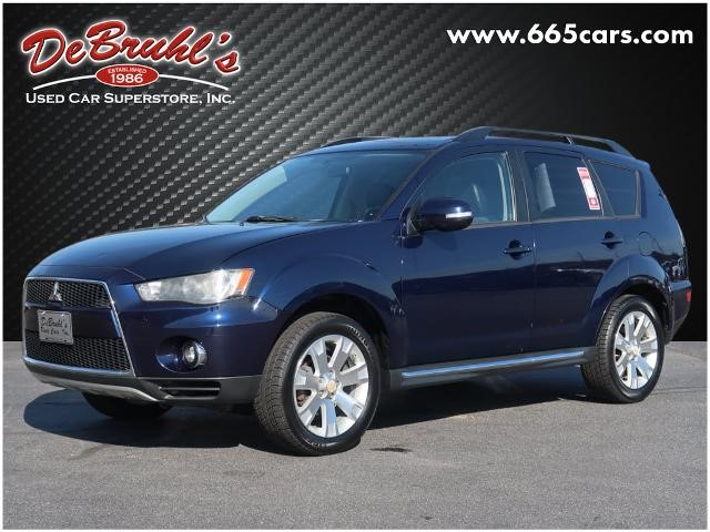 Picture of a used 2011 Mitsubishi Outlander SE