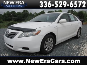 Picture of a 2007 Toyota Camry Hybrid Sedan 40+ MPG, Cheap