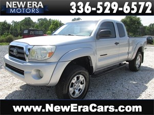 Picture of a 2005 Toyota Tacoma PreRunner Access Cab V6 Manual 2WD