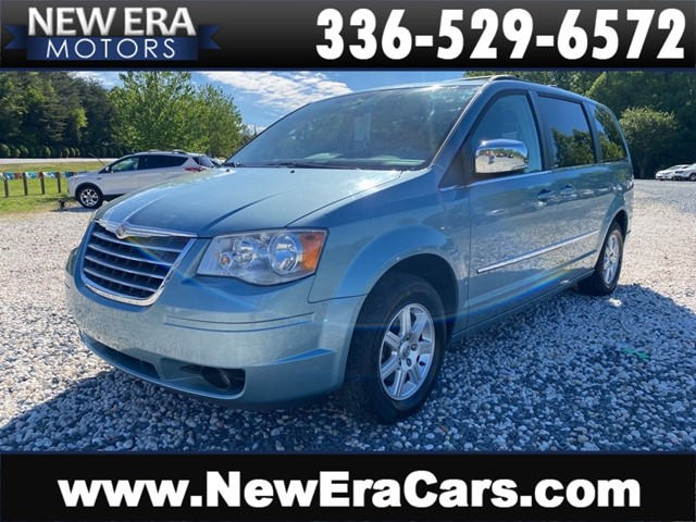 CHRYSLER TOWN & COUNTRY TOURING NO ACCIDENTS in Winston Salem